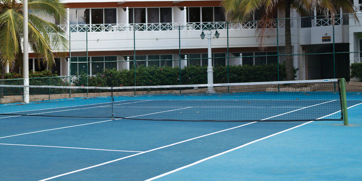 Cancha de tenis en el Hotel Las Americas Cartagena